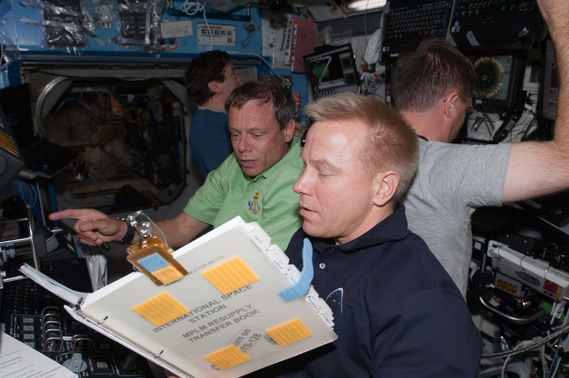 S128E007109 - STS-128 - Multi- Purpose Logistics Module (MPLM) Installation from Robotics Workstation (RWS)