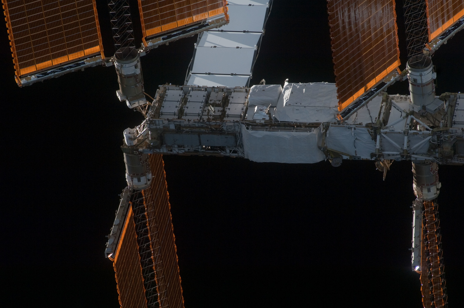 S128E009845 - STS-128 - ISS Flyaround views from STS-128