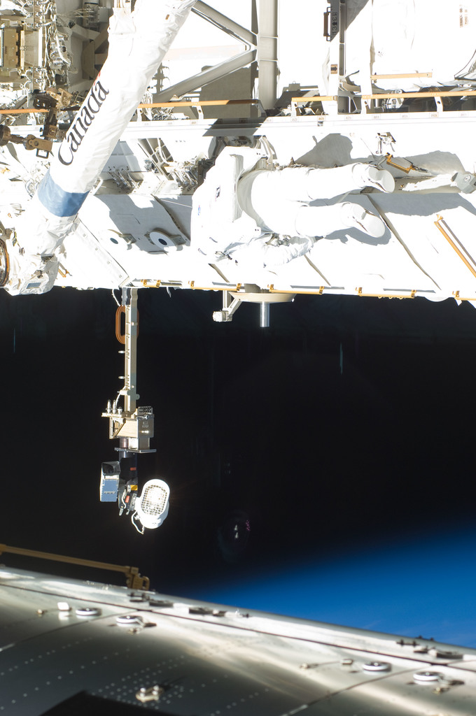 S129E006725 - STS-129 - View of STS-129 MS4 Satcher during EVA1