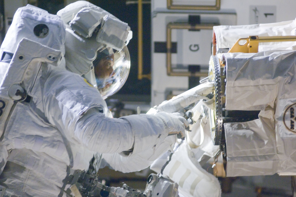 S129E006750 - STS-129 - View of STS-129 MS4 Satcher during EVA1