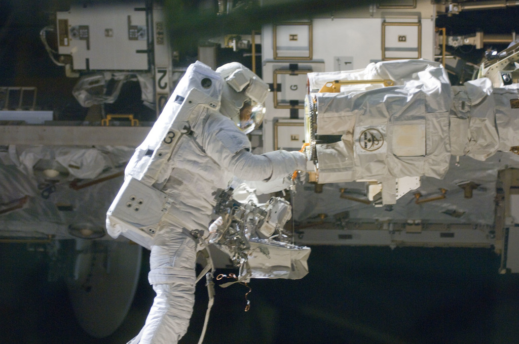 S129E006752 - STS-129 - View of STS-129 MS4 Satcher during EVA1