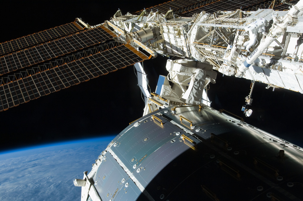 S129E006829 - STS-129 - View of STS-129 MS4 Satcher during EVA1