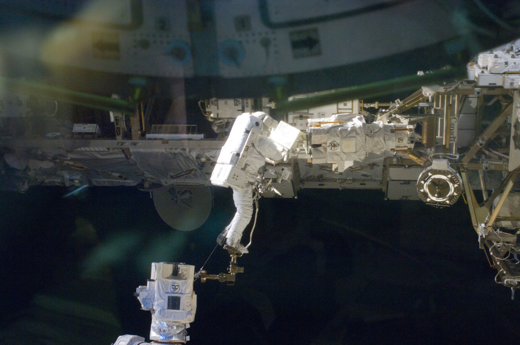 S129E006850 - STS-129 - View of STS-129 MS4 Satcher during EVA1