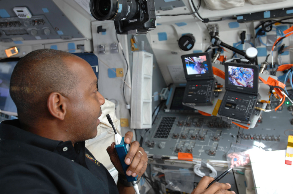 S129E007241 - STS-129 - STS-129 MS4 Satcher works on the FD during EVA2