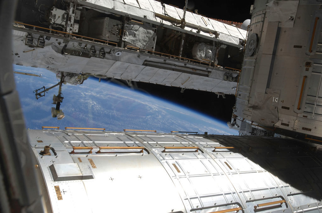 S129E007244 - STS-129 - View of the JEM, JLP, and P1 Truss
