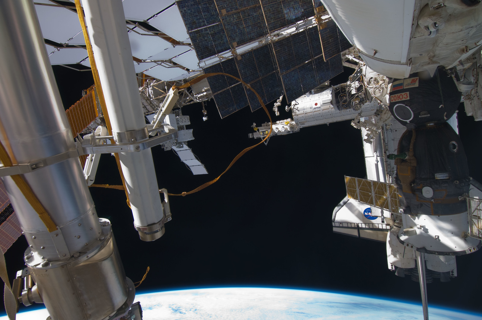 S129E007711 - STS-129 - Exterior view of the ISS taken during STS-129/Expedition 21 Joint Operations