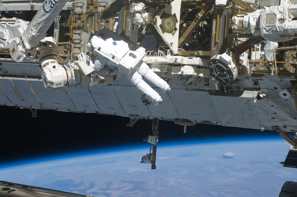 S129E008105 - STS-129 - View of STS-129 MS4 Satcher during EVA3