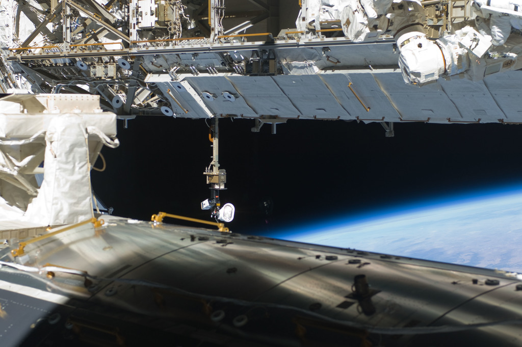 S129E008106 - STS-129 - View of Starboard Side Truss Segments taken during EVA3