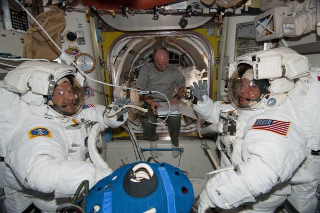 S130E007396 - STS-130 - Patrick, Williams and Behnken in A/L prior to EVA 1