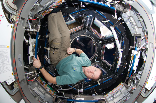 S130E010330 - STS-130 - Virts in the Cupola