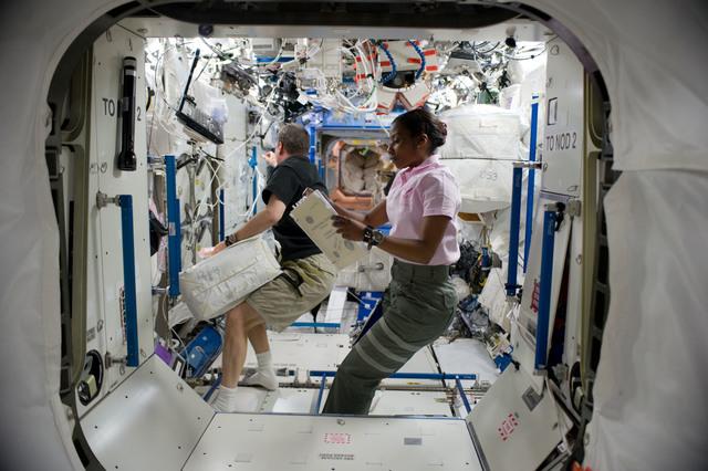 S131E007820 - STS-131 - Wilson and Creamer in US Laboratory Destiny