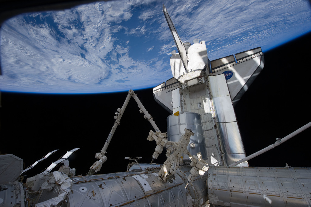 S131E008408 - STS-131 - FWD ISS During STS-131 EVA 1