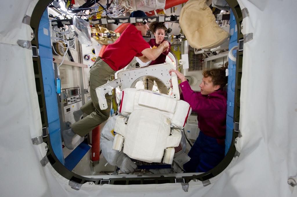 S131E008665 - STS-131 - STS-131 EVA 2 EMU Prep
