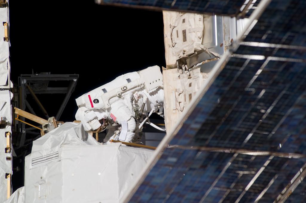 S131E009383 - STS-131 - Mastracchio during STS-131 EVA 3