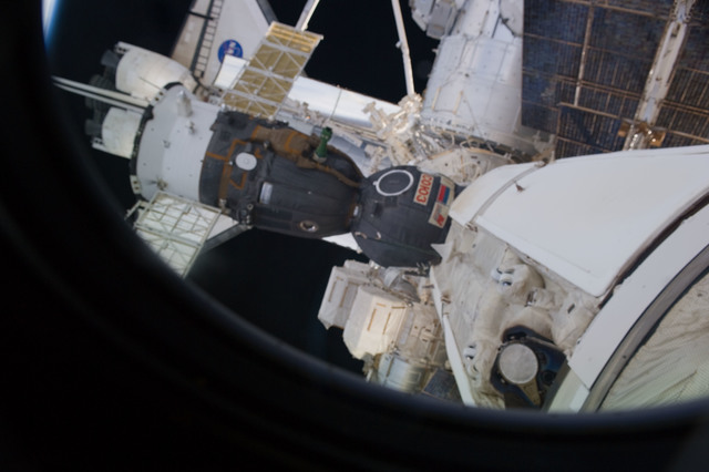S131E014586 - STS-131 - Soyuz and FWD ISS