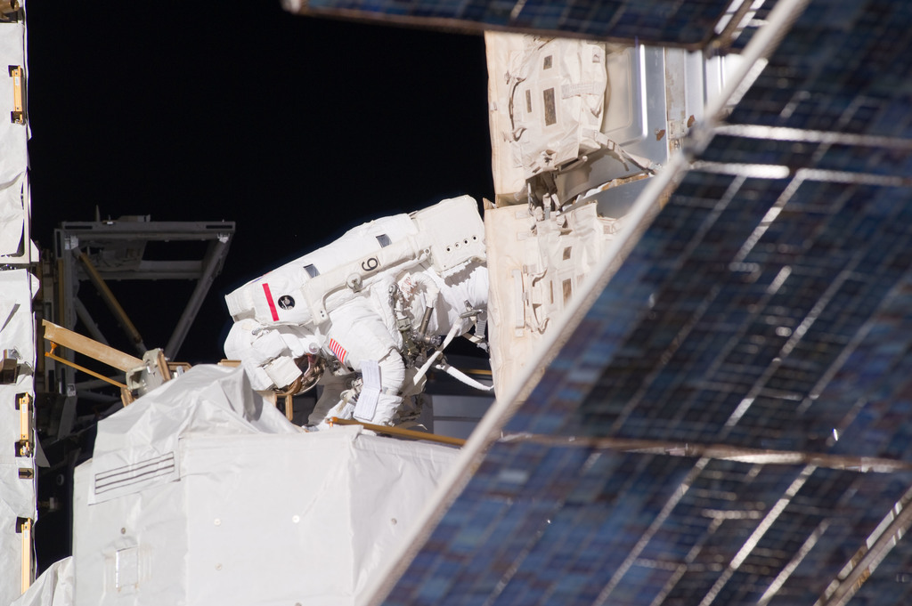 S131E014630 - STS-131 - Mastracchio on S1 Truss during STS-131 EVA 3