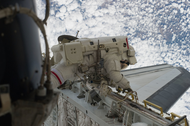 S131E014719 - STS-131 - STS-131 EVA 3 Mastracchio Translates PLB