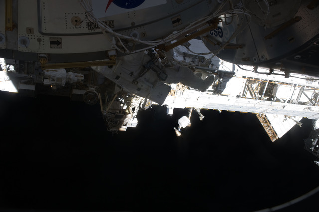 S131E014738 - STS-131 - STS-131 EVA 3 Anderson Translates Node 2