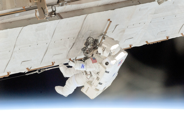 S132E007940 - STS-132 - Reisman on EVA 1 during Joint Operations