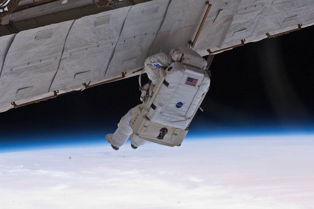 S132E007942 - STS-132 - Reisman on EVA 1 during Joint Operations