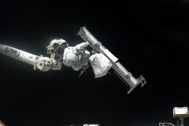S132E008051 - STS-132 - Reisman attached to an APFR on EVA 1 during Joint Operations