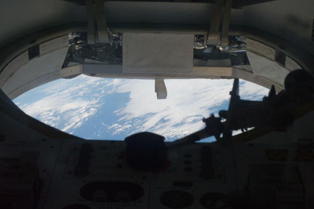 S132E008820 - STS-132 - STS-132 EVA 2