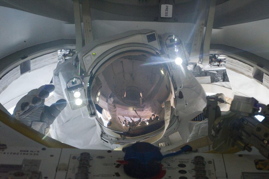 S132E008823 - STS-132 - STS-132 EVA-2