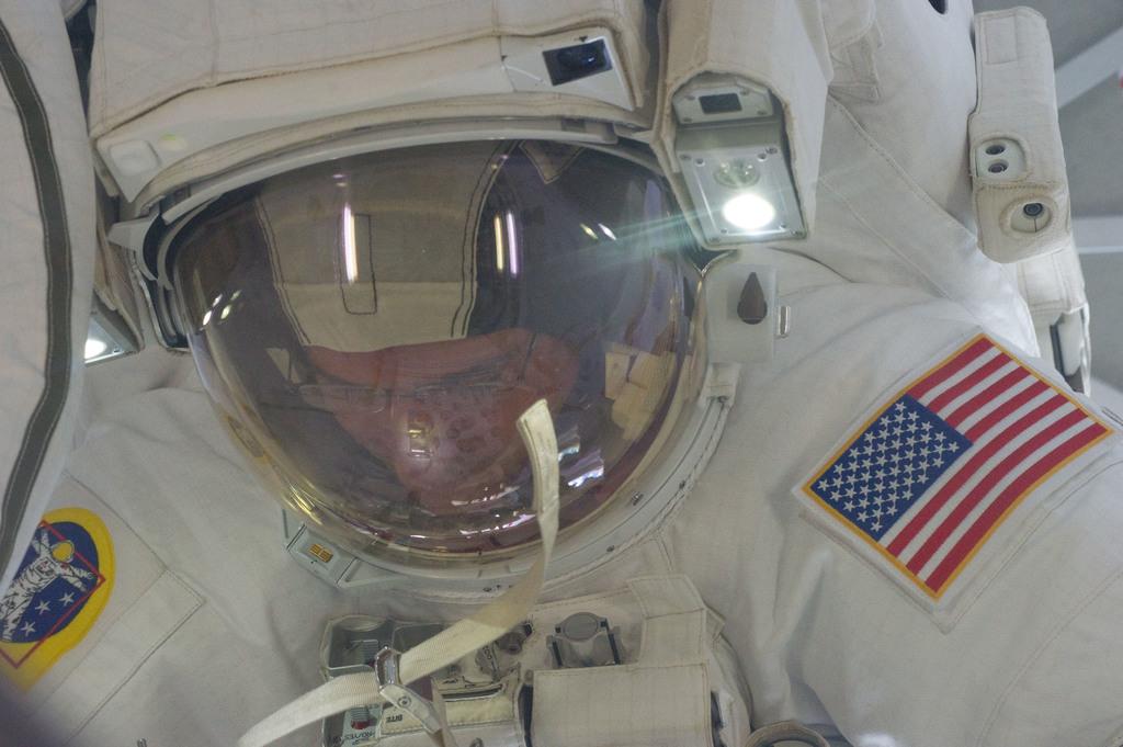 S132E008837 - STS-132 - STS-132 EVA-2