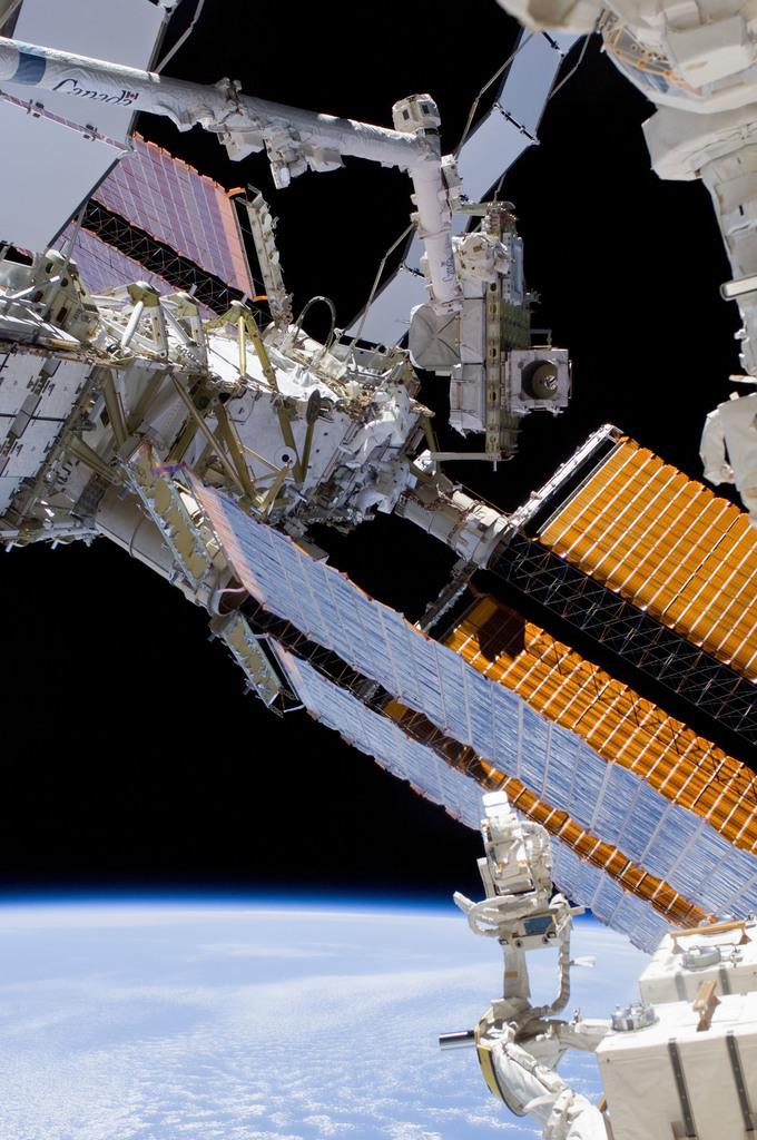 S132E008872 - STS-132 - STS-132 EVA-3