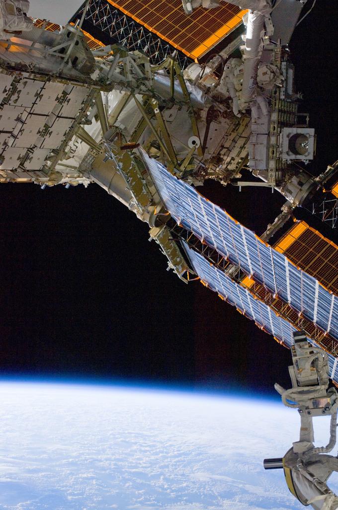 S132E008884 - STS-132 - STS-132 EVA-3