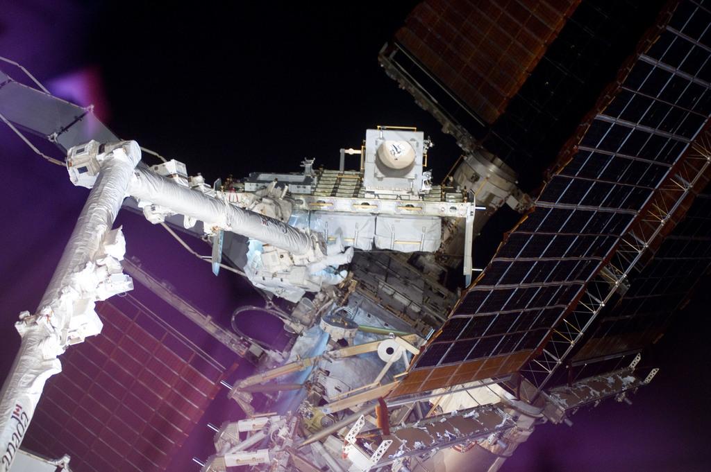 S132E009277 - STS-132 - STS-132 EVA-3