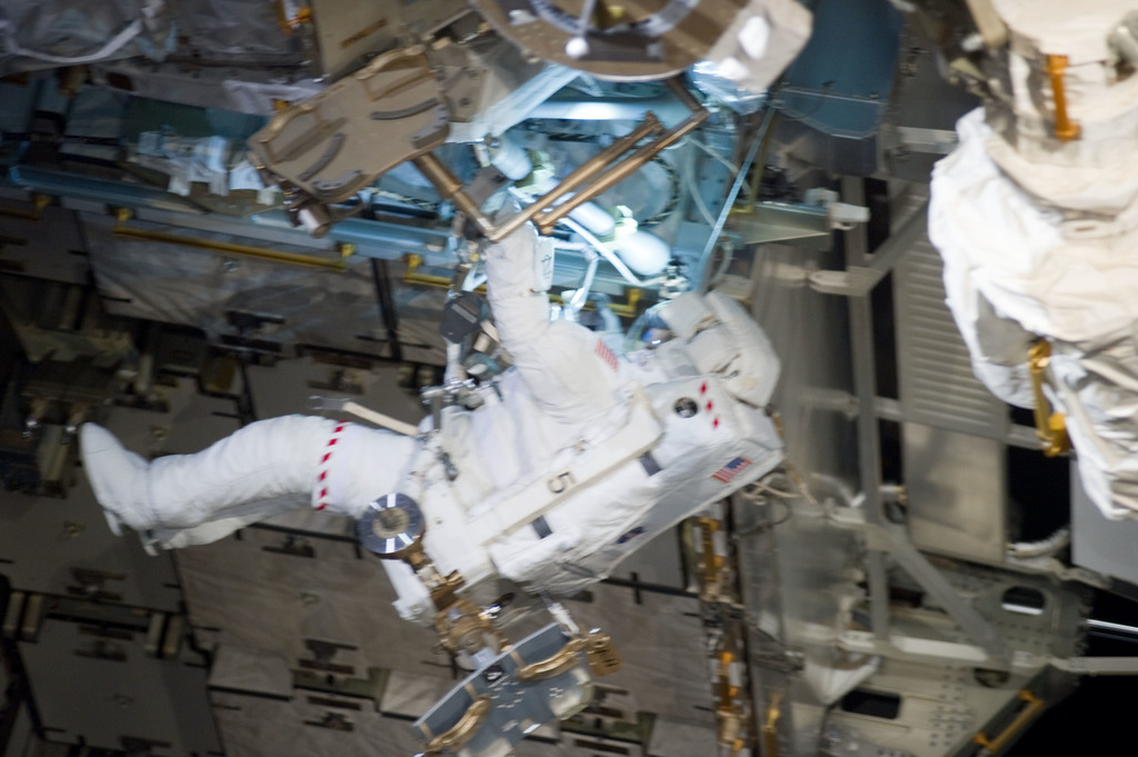 S132E009323 - STS-132 - STS-132 EVA-3