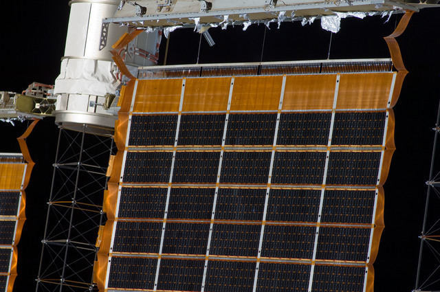 S132E009696 - STS-132 - Survey view of Solar Arrays during Joint Operations
