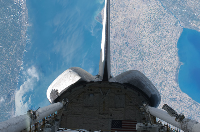S132E011696 - STS-132 - OMS Pods and Vertical Stabilizer on Space Shuttle Atlantis during STS-132