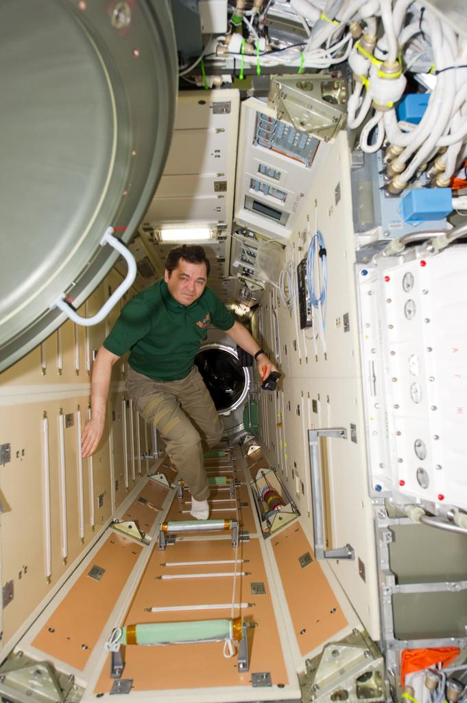 s133E006534 - STS-133 - Skripochka  in MRM1