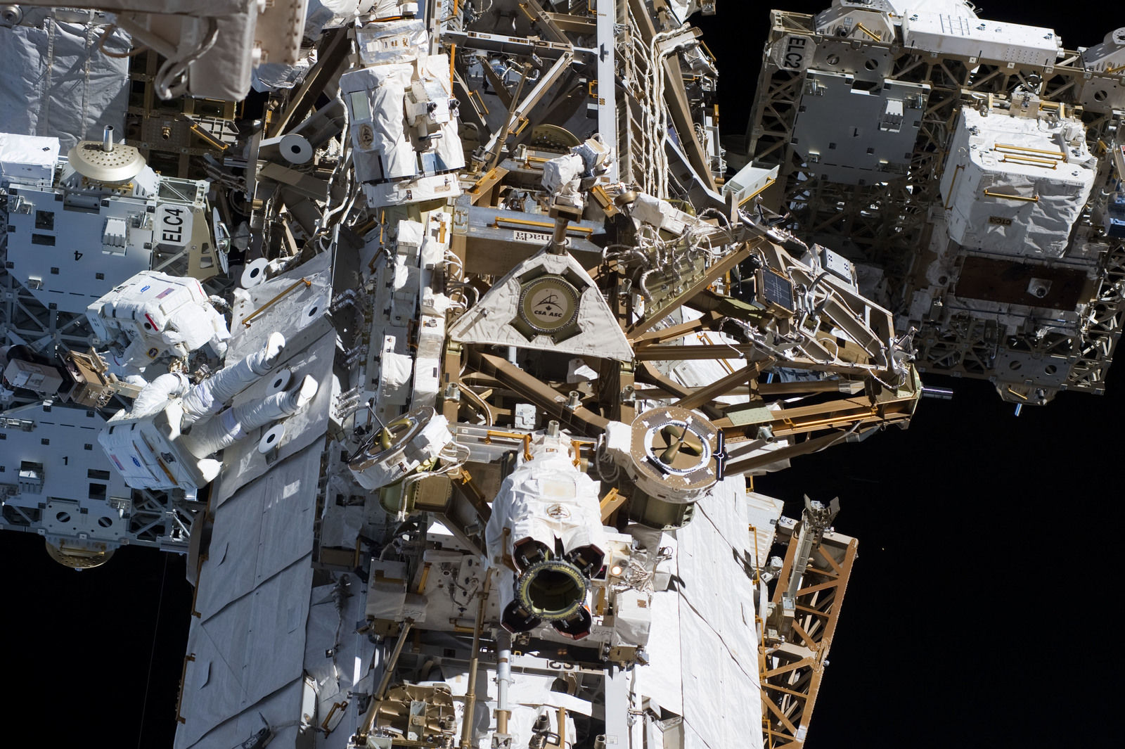 s133E007368 - STS-133
