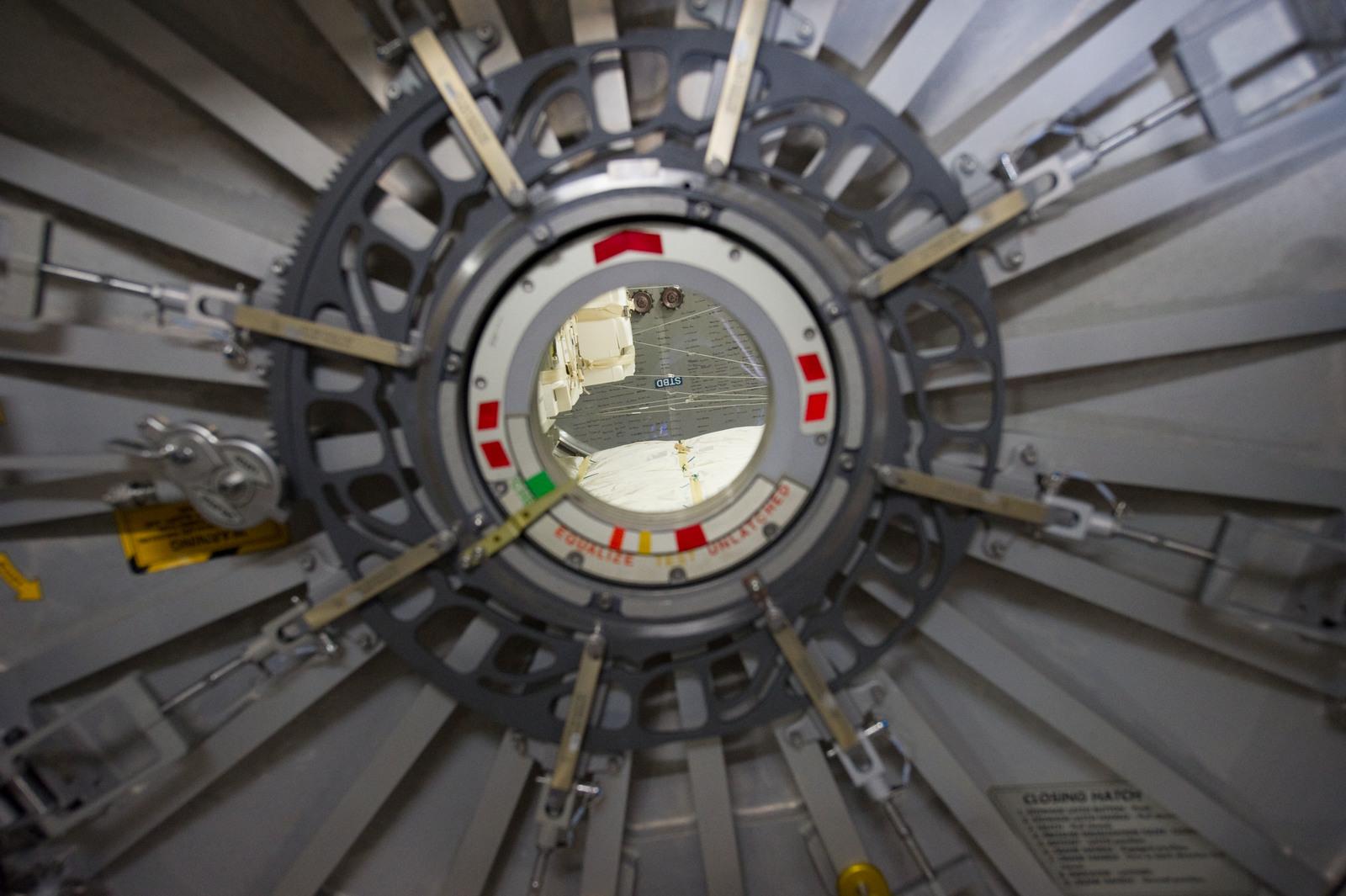 s133E007860 - STS-133 - PMM (Permanent Multipurpose Module) Leonardo hatch