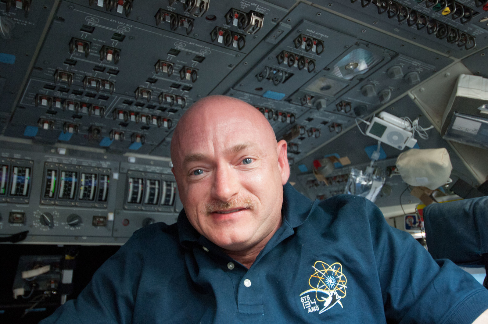 S134E005303 - STS-134 - View of STS-134 CDR Kelly on the Flight Deck