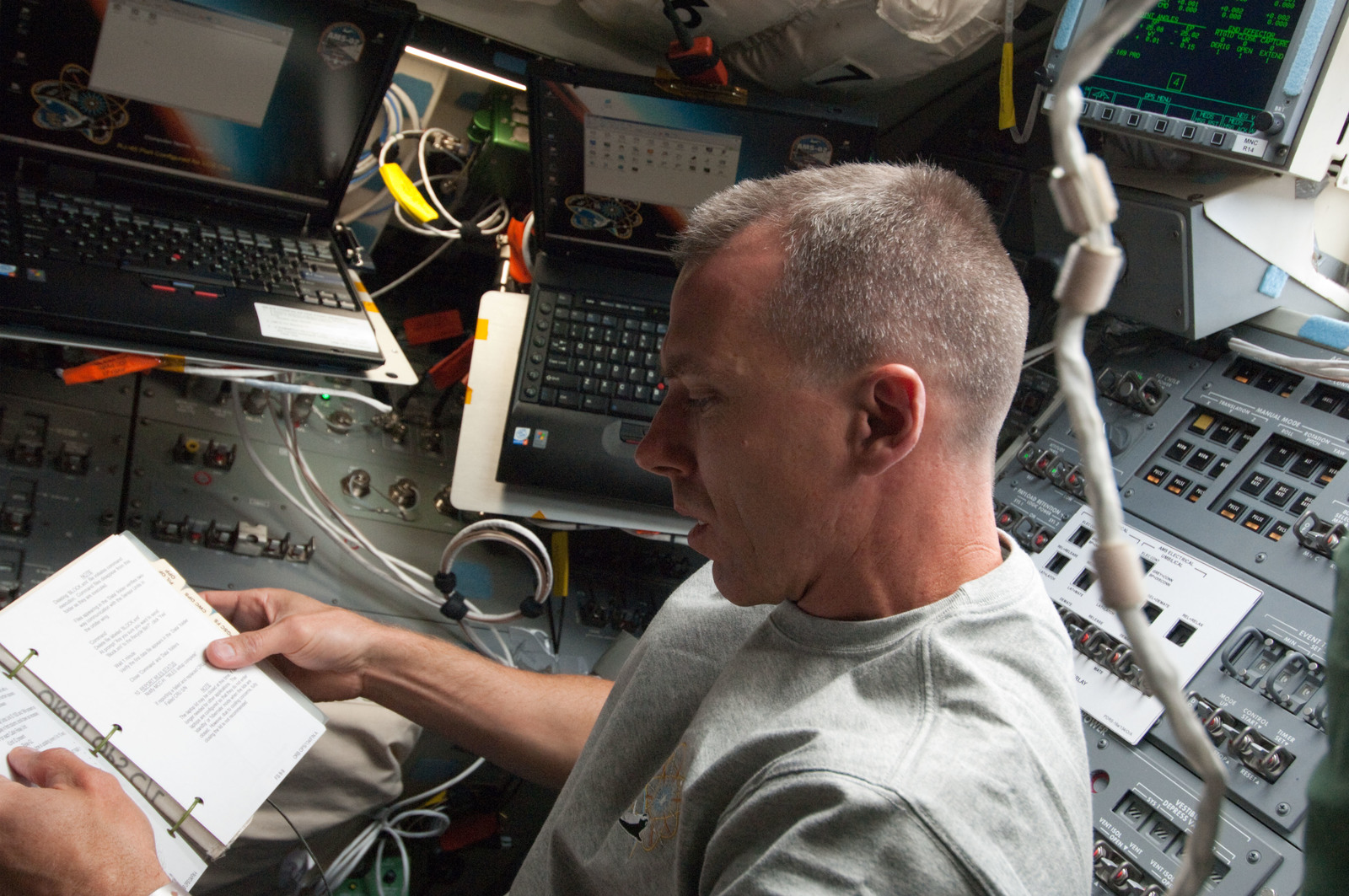S134E005335 - STS-134 - View of STS-134 MS Feustel working on the Flight Deck
