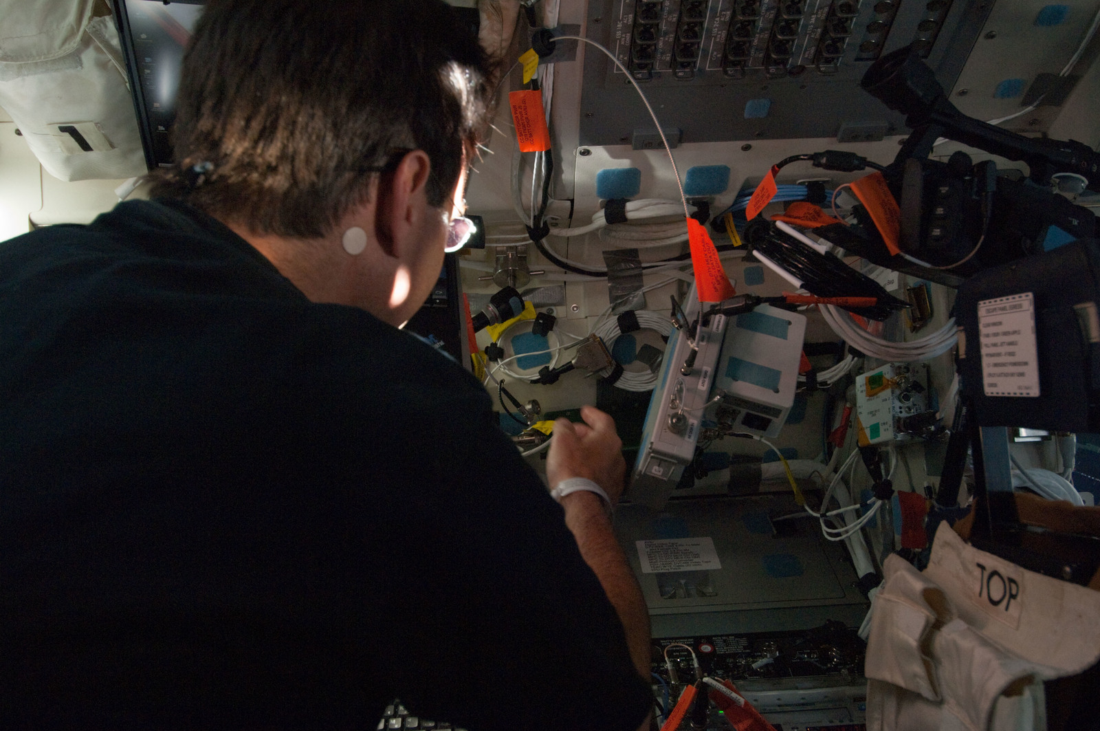 S134E005341 - STS-134 - View of STS-134 MS Chamitoff working on the Flight Deck