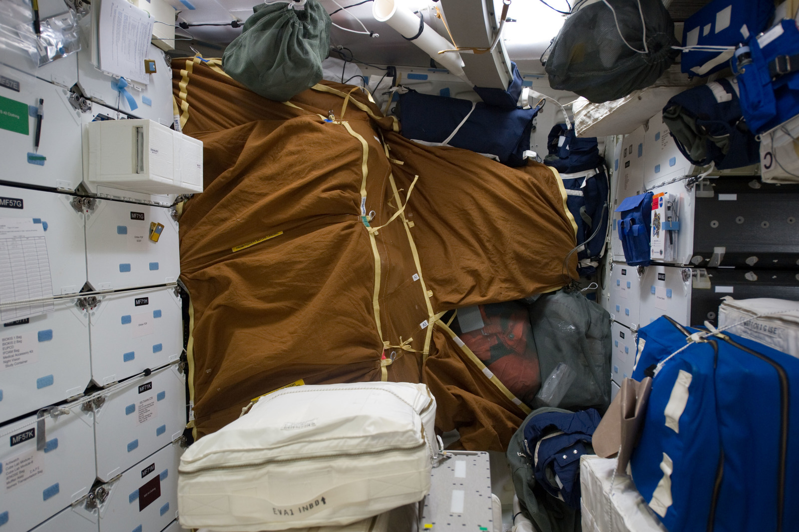 S134E006524 - STS-134 - View of Stowage on the Shuttle Endeavour Middeck