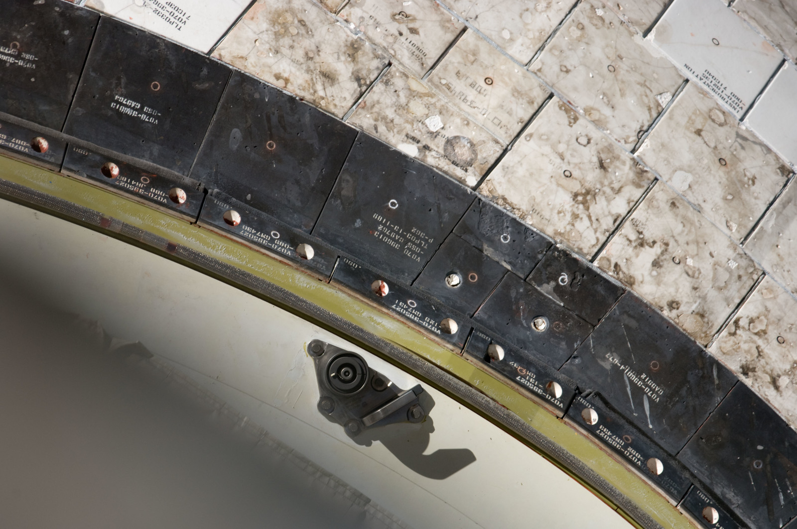 S134E006554 - STS-134 - Endeavour Port Side OMS Pod