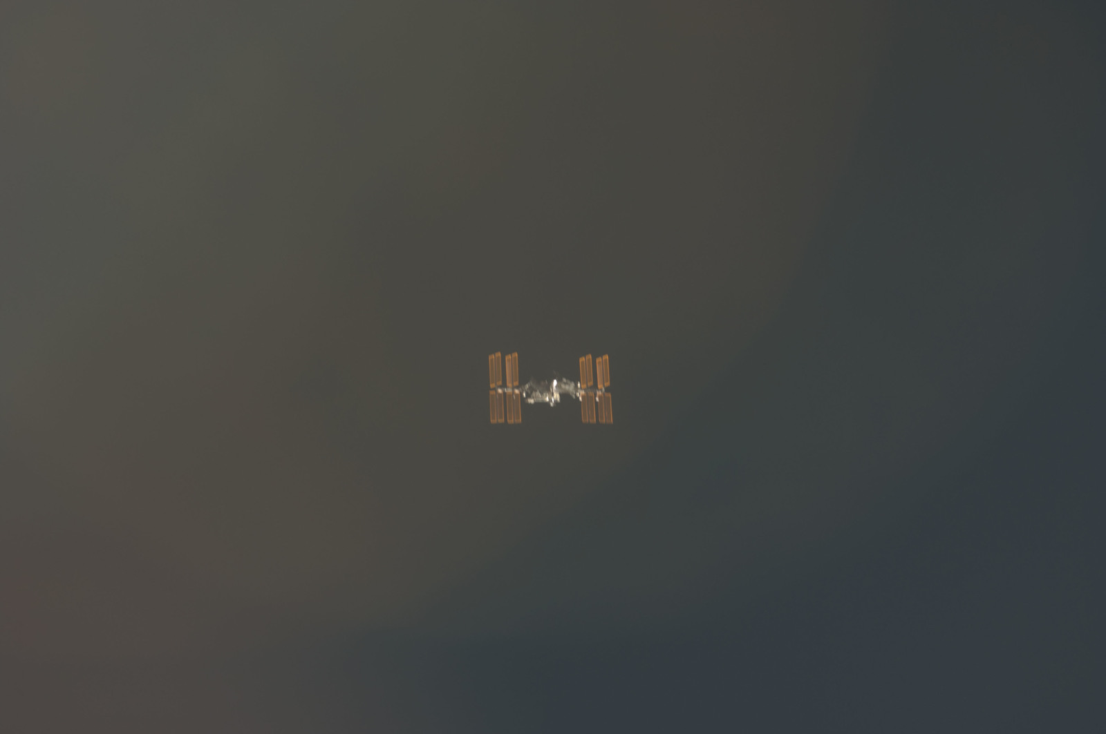 S134E006572 - STS-134 - Overall view of ISS taken during STS-134 Approach