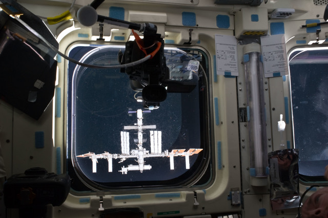 S134E007034 - STS-134 - View of the ISS as seen through a Flight Deck Window during Approach