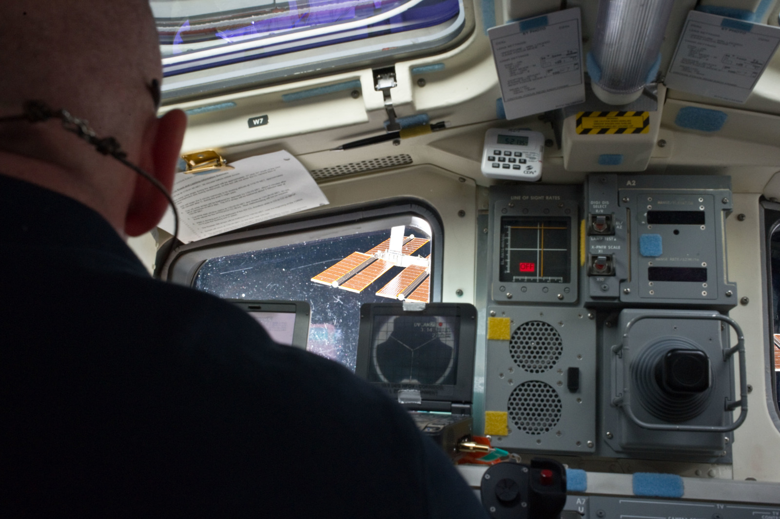 S134E007044 - STS-134 - STS-134 Commander Kelly on the Flight Deck