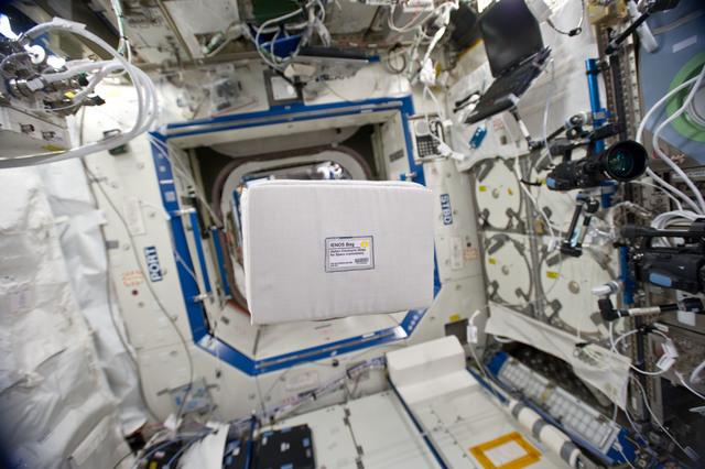 S134E007225 - STS-134 - IENOS Bag