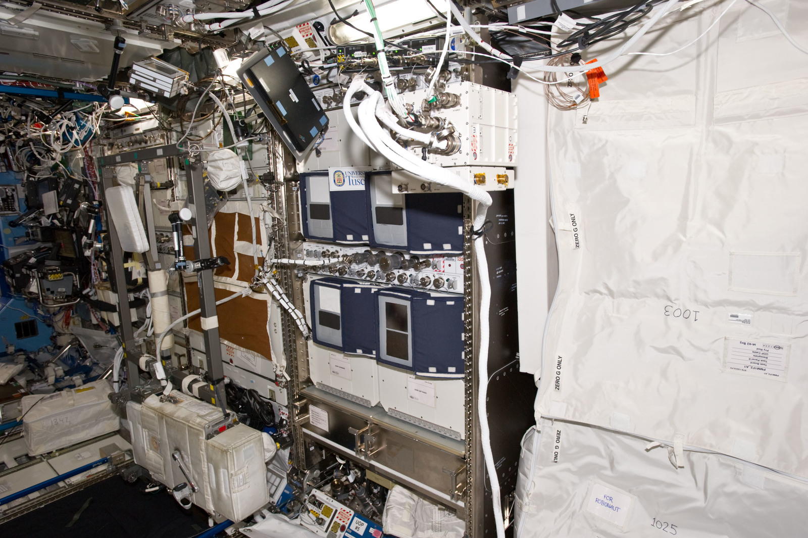 S134E007257 - STS-134 - View of the VIABLE ISS Experiment in the US Lab