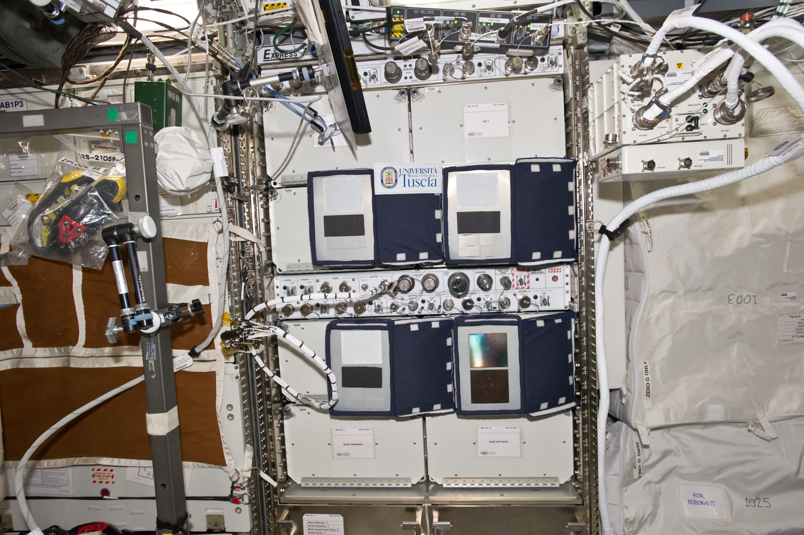 S134E007258 - STS-134 - View of the VIABLE ISS Experiment in the US Lab