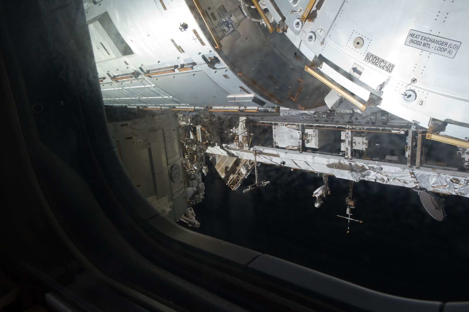 S134E007337 - STS-134 - Exterior view of ISS taken from docked Shuttle