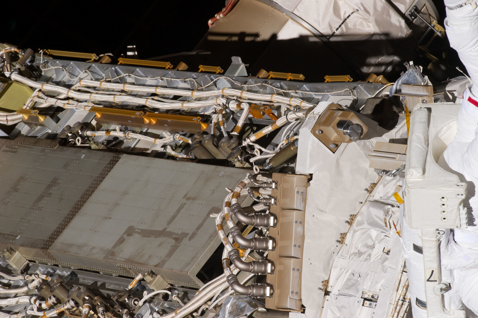 S134E007638 - STS-134 - View of STS-134 MS Chamitoff during EVA-1